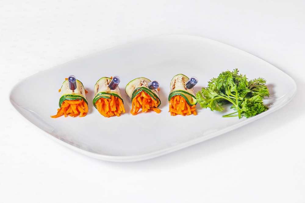 Cote Catering Рулетик  из цукини с корейской морковкой