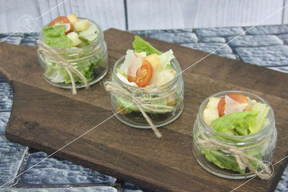 Ministerstvo Catering Company Ромейн с чесночными гренками