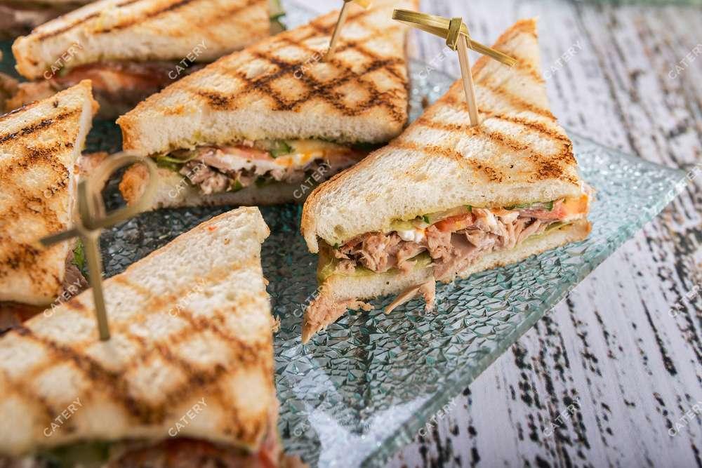 Tasty Catering Сэндвич с тунцом