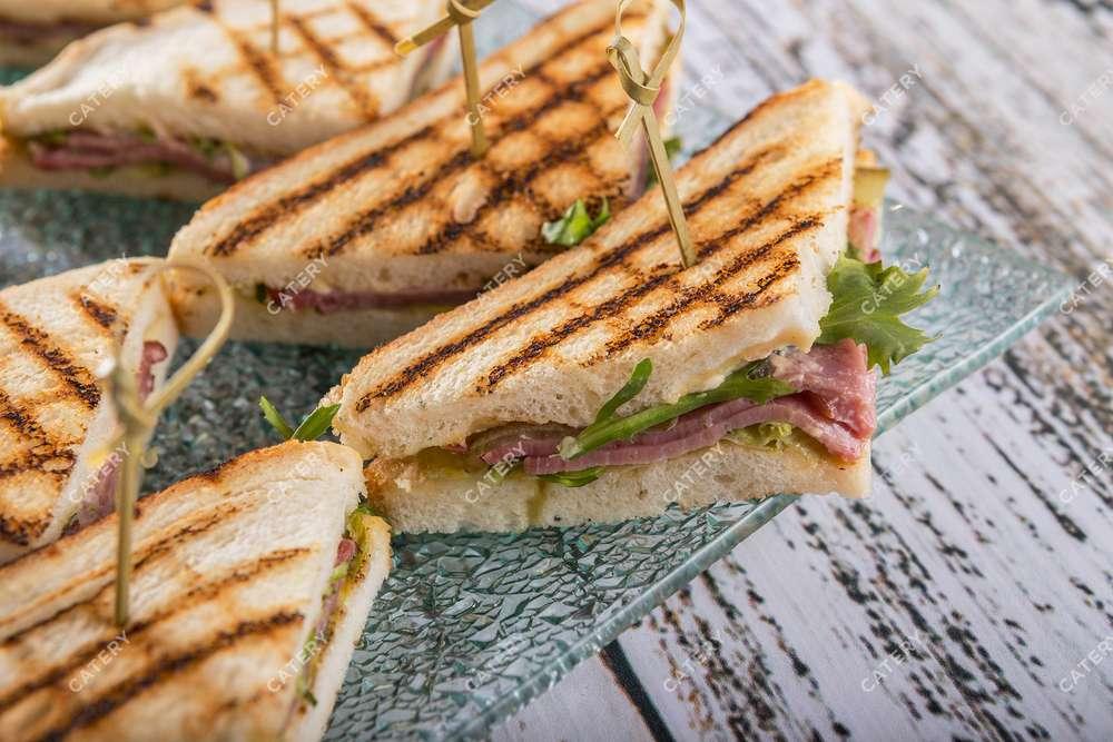 Tasty Catering Сэндвич с говядиной горячего копчения