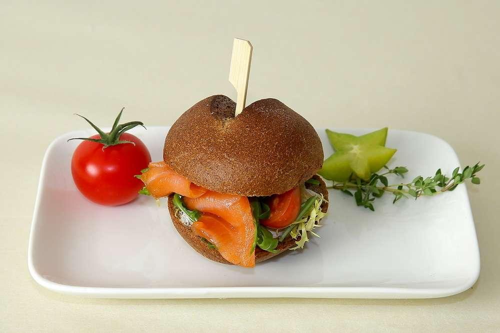 Лаборатория Вкуса Сэндвич из французской булки с копченой семгой