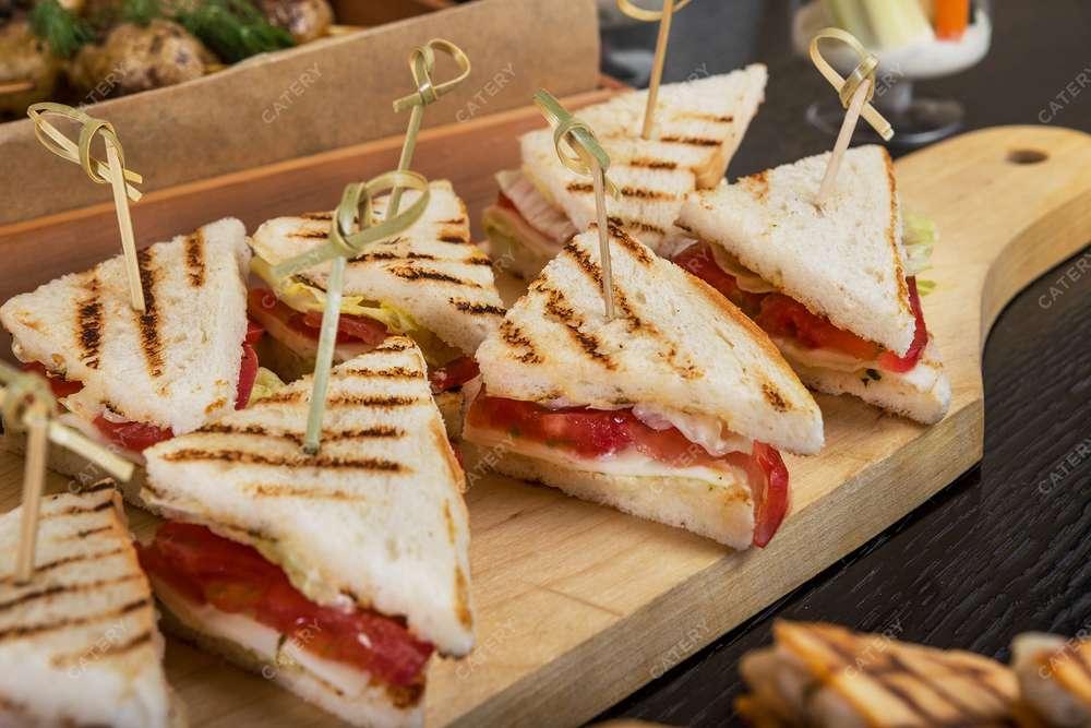 Banchetti Сэндвич с моцареллой и помидорами