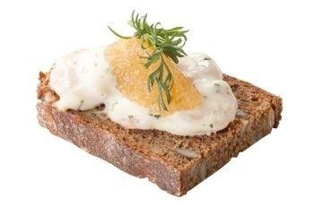 Арт Нуво Кейтеринг Брускетта в стиле «Скаген» со щучьей икрой на карловацком хлебе