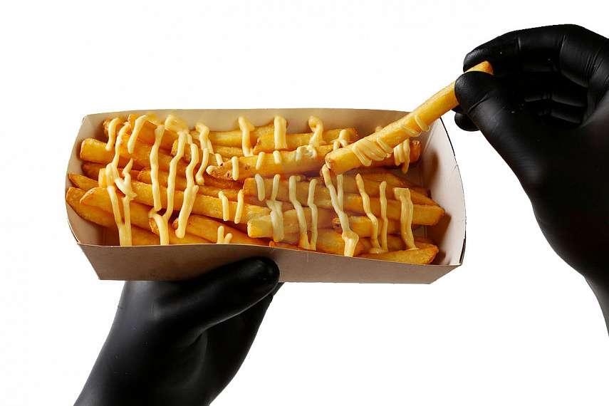 Black Star Burger Catering Картофель фри «С сырным соусом»