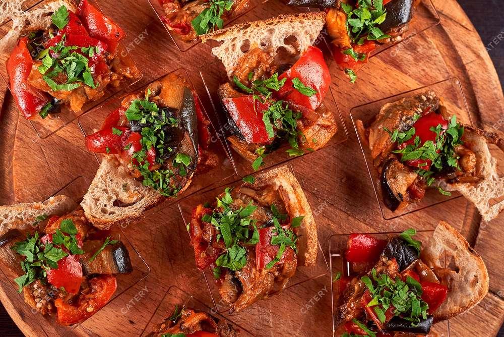 Semplice Catering Аджапсандали из запеченных овощей