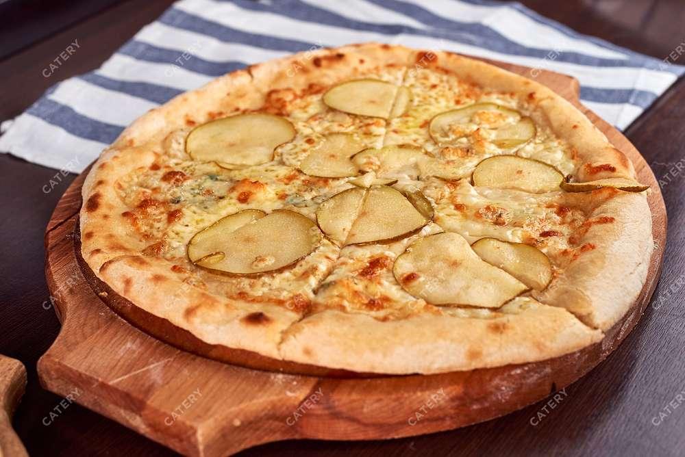 Semplice Catering Пицца с горгонзолой и грушей