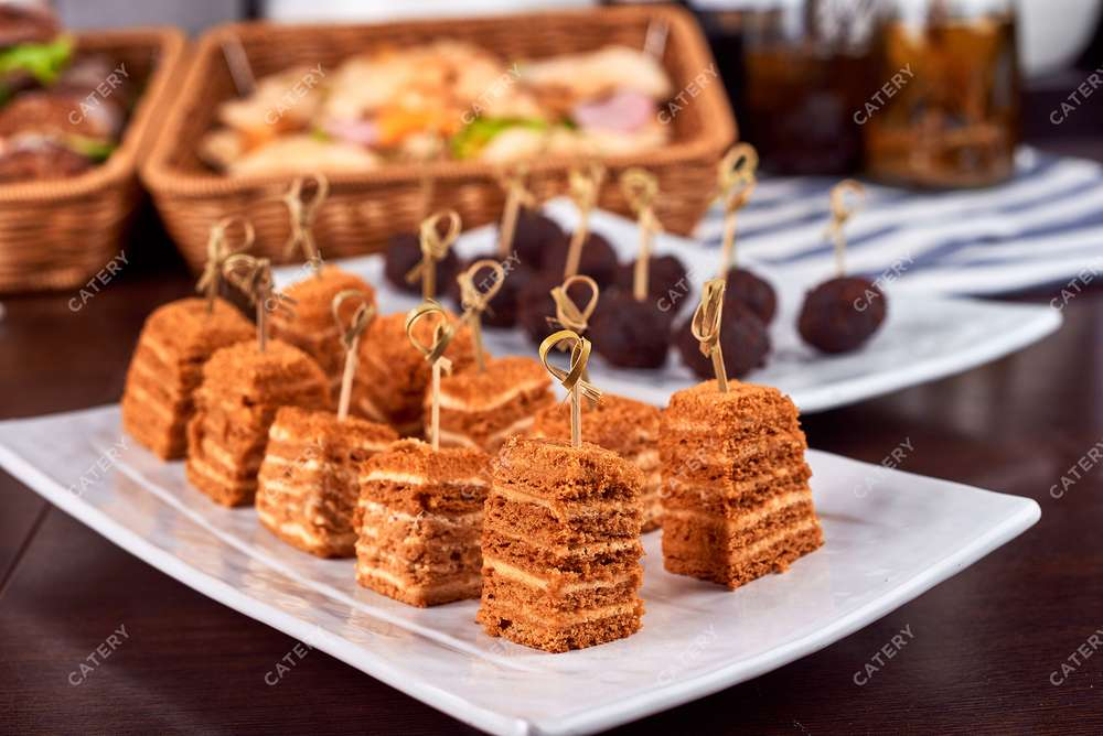 Semplice Catering Пирожное Медовик