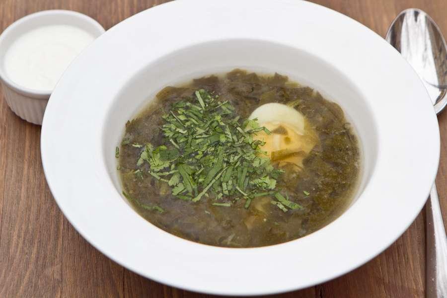 Хачапури Щавелевый суп с яйцом, телячьими ребрами и мацони