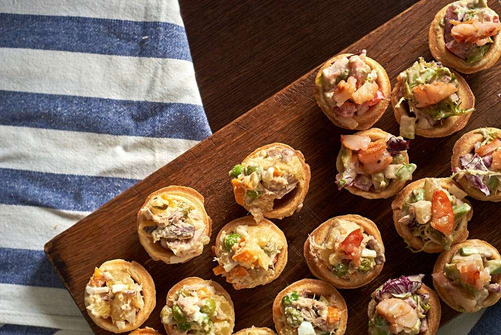 Semplice Catering Тарталетка с севиче из лосося и авокадо