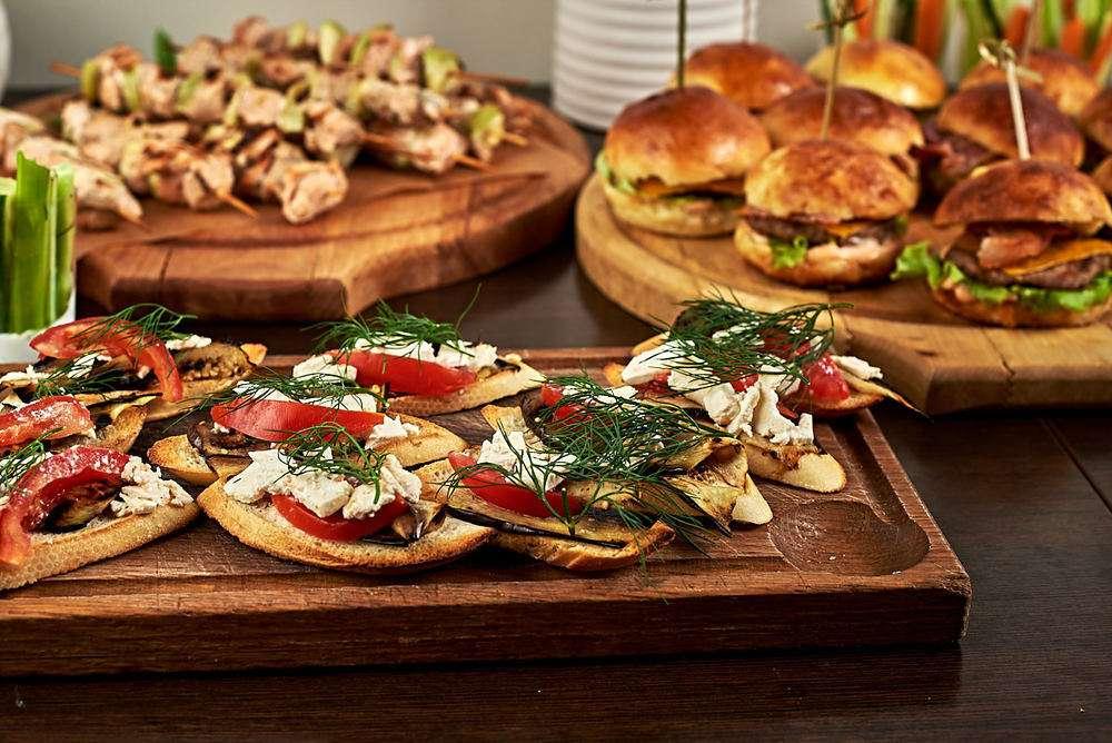 Semplice Catering Кростини с баклажаном-гриль и сыром фета