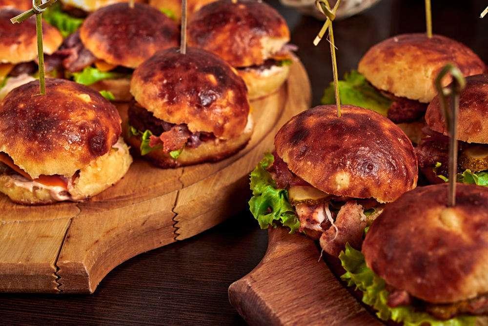 Semplice Catering Мини-бургеры с куриной котлетой и пепперонатой