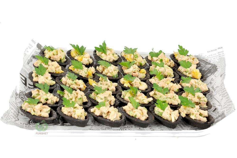 Assorty Furshet Тарталетки с салатом из курицы, орехов, сельдерея и апельсина