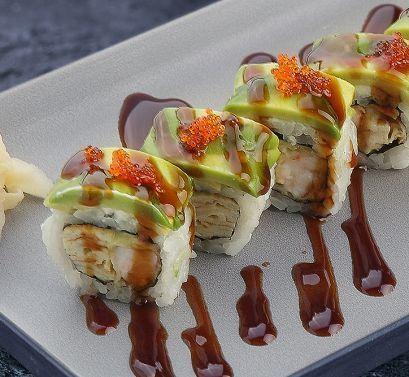 Sticks Sushi Bar Ролл с авокадо и темпурной креветкой