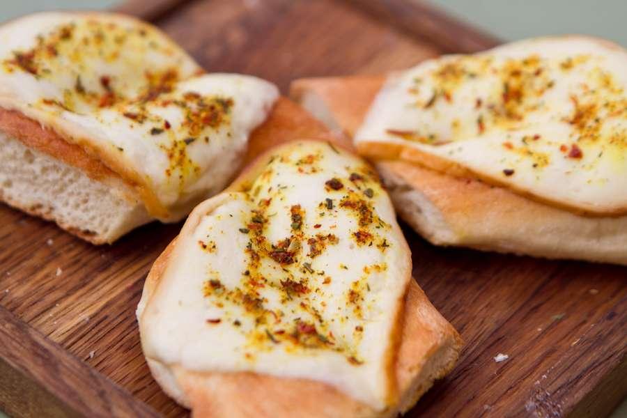 Хачапури Сухарики с копченым сыром