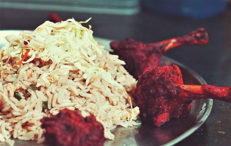 Сочетание белого, багрянца и корицы в еде